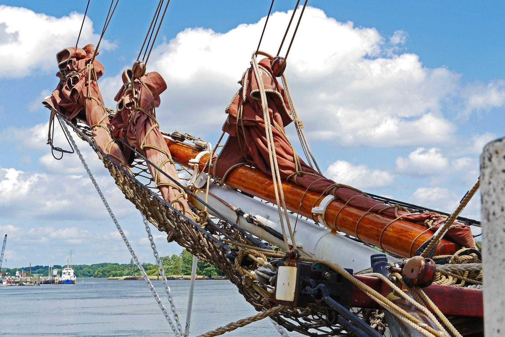 Windjammer im Hafen in Kappeln