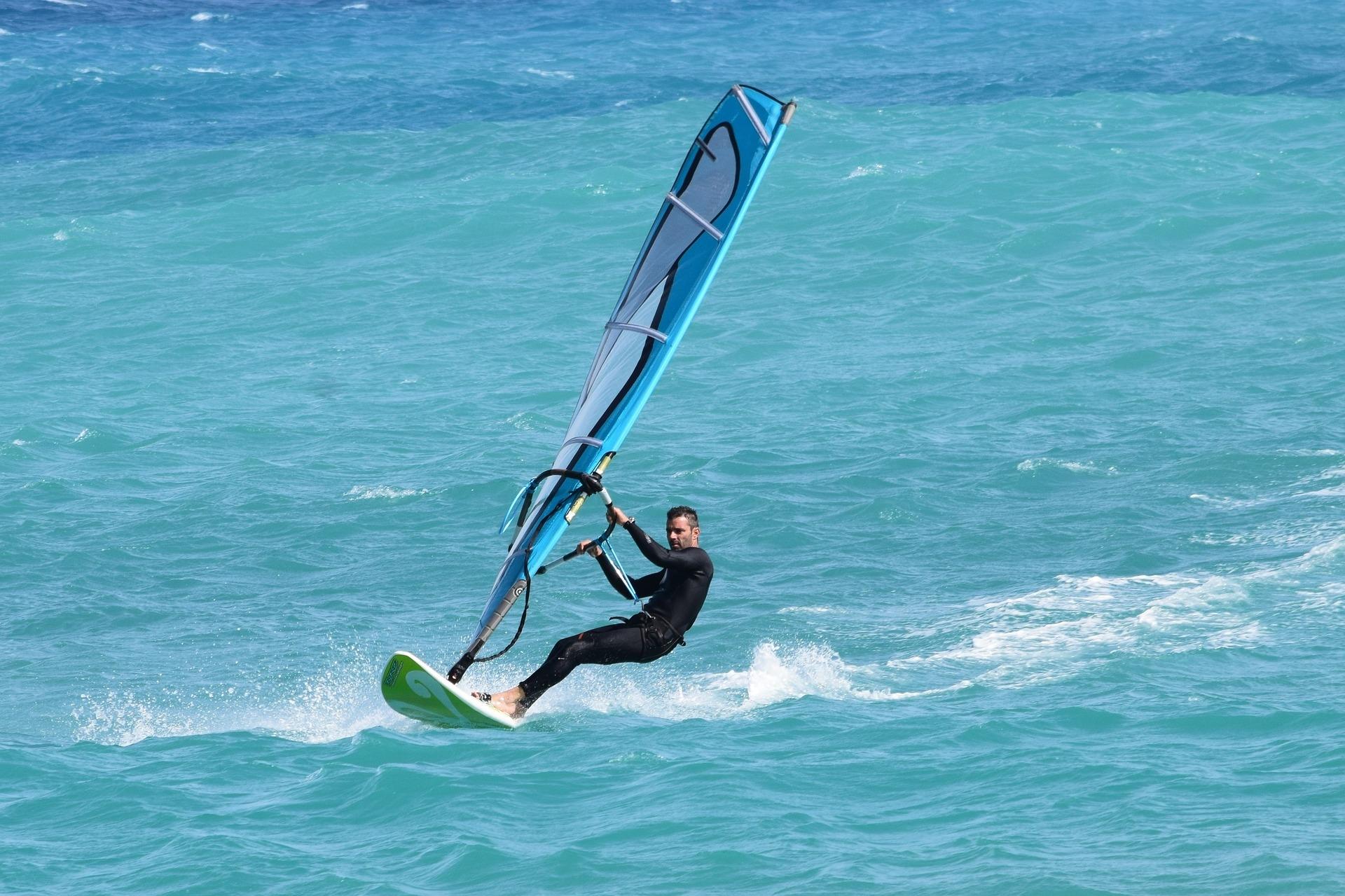 Windsurfer im Gleiten